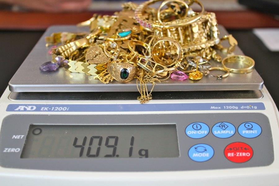 Tahun Ajaran Baru Warga Balikpapan Ramai Ramai Gadai Perhiasan